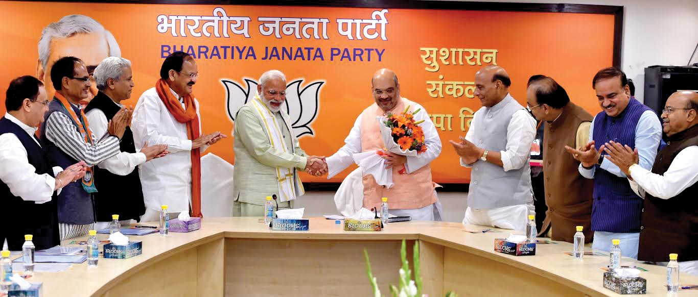 modi-in-party-after-victory